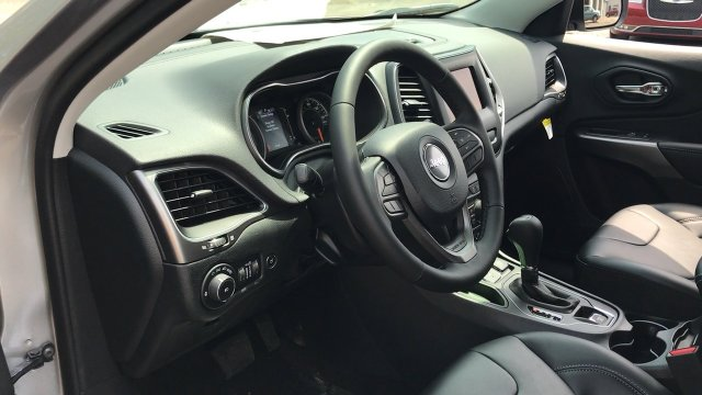 New 2019 Jeep Cherokee Latitude Plus Sport Utility In